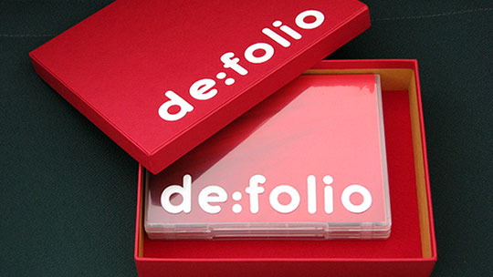 Photograph of the box and DVD case of de:folio.